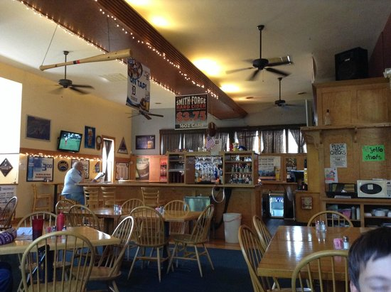 Kerby's Bar and Grill: Interior