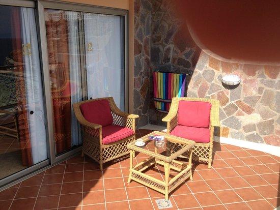 Gloria Palace Royal Hotel & Spa: Balcony furniture