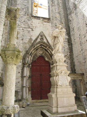Carmo Archaeological Museum: Неожиданно в Лиссабоне старый знакомый из Праги - святой Ян Непомуцкий
