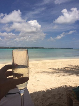 Jumby Bay Island: Drinks on the beach