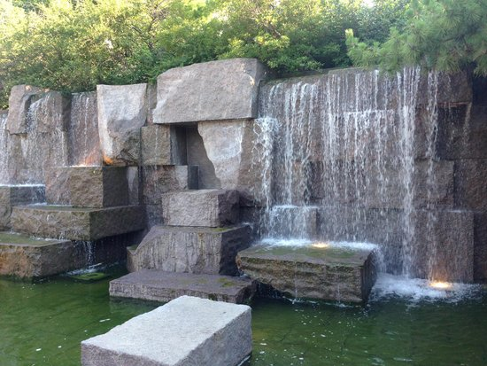 Franklin Delano Roosevelt Memorial : One of the waterfalls