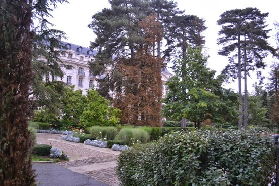 Trianon Palace Versailles, A Waldorf Astoria Hotel: Lindos jardins