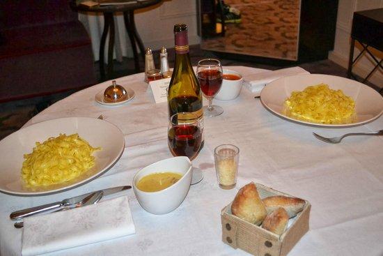 Trianon Palace Versailles, A Waldorf Astoria Hotel : Room service de qualidade