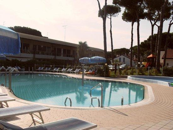 Oasi Verde: la piscina..giochi d'acqua non funzionanti
