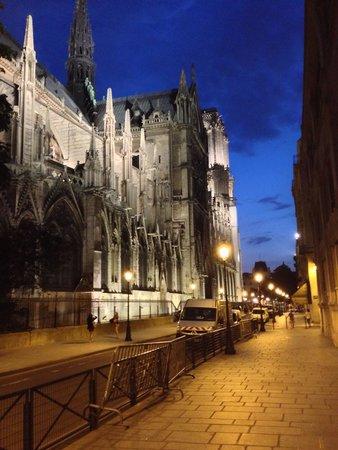 Catedral de Notre Dame: Ah di notte!