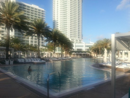Fontainebleau Miami Beach: Piscina principal