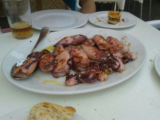 Restaurante Luzmela: Ración de chipirones: abundante y muy buena por 12€