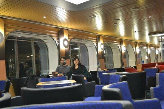 Stena Line Limited - Day Trips: Nosotros tomando algo caliente porque hacía muchísimo frío afuera y mas en alta mar!!