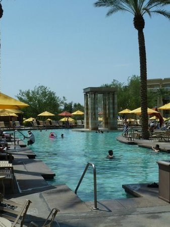 JW Marriott Phoenix Desert Ridge Resort & Spa : l une des piscines