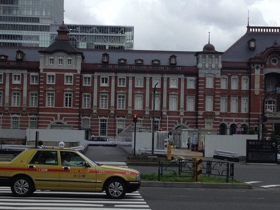 Tokyo Central Railway Station: 東京のタクシーと東京駅