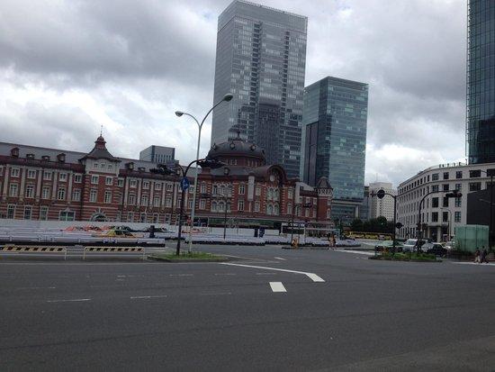 Tokyo Central Railway Station: 周囲の高層ビルともピッタリあっているデザイン