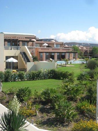 Helona Resort: Gartenansicht