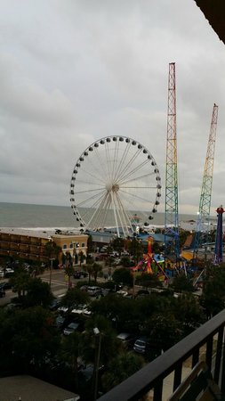 Aqua Beach Inn: View of Skywheel from 7th Floor