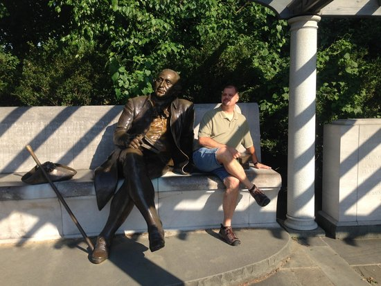George Mason Memorial : Sharing a moment with George Mason