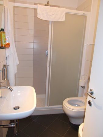 Hotel Alma Domus : Bathroom