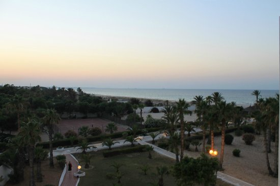Hotel Club Tropicana & Spa: Vue de la chambre vers la plage