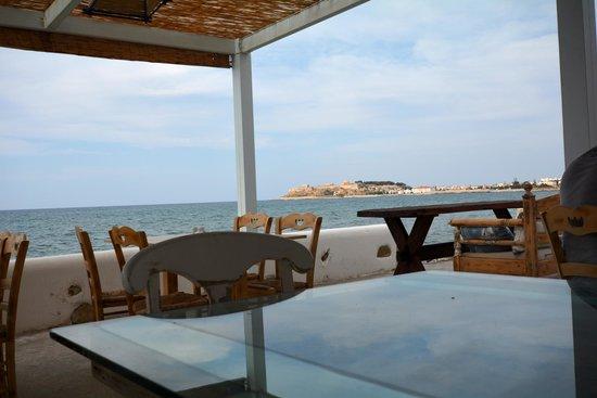 Delfini Hotel : Ici on déjeune, on dîne ou on prend le café à toute heure