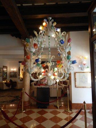 Giorgione Hotel: Lustre de entrada