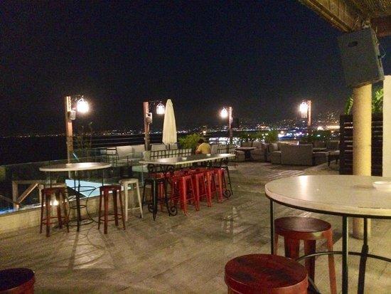 Warwick Palm Beach Hotel : Roof bar