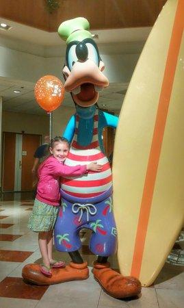 Disney's Paradise Pier Hotel : Goofy Statue in lobby
