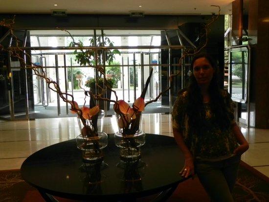 Hotel Alameda Palace: Lobby moderno dentro del estilo del hotel.