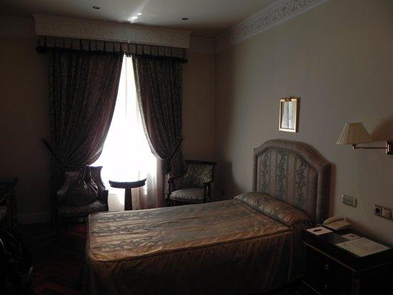 Hotel Alameda Palace: habitaciones austeras y de estilo