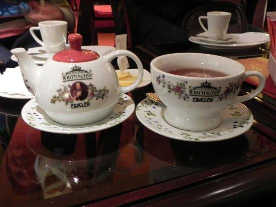 Hotel Alameda Palace: vajilla bellisima