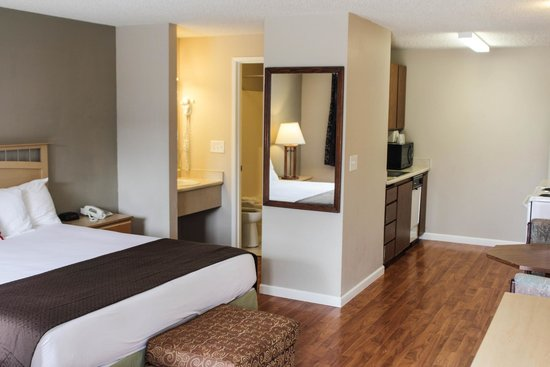 DAYS INN BY WYNDHAM LAKEWOOD SOUTH TACOMA $67 ($̶8̶2̶