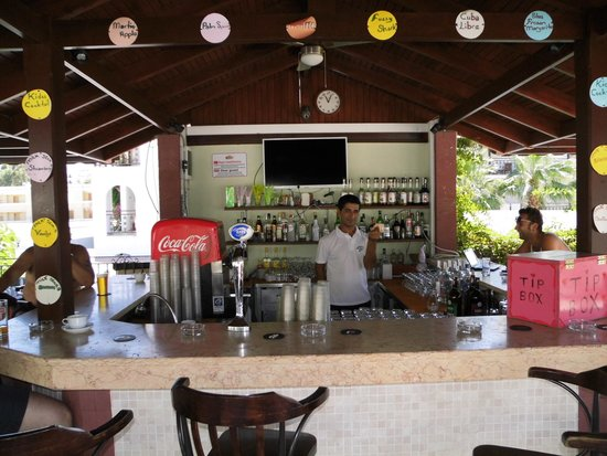 Royal Palm Beach Hotel: Bar met Arafat (hoofd bediening
