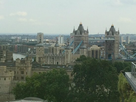 DoubleTree by Hilton Hotel London -Tower of London : View from sky bar