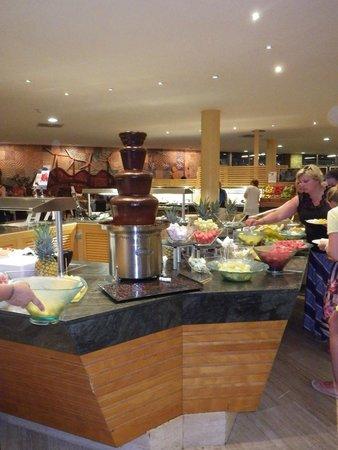 Barcelo Fuerteventura Thalasso Spa : Fontaine de chocolat
