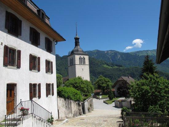 Hotel de Ville: vue de la chambre vers l'église