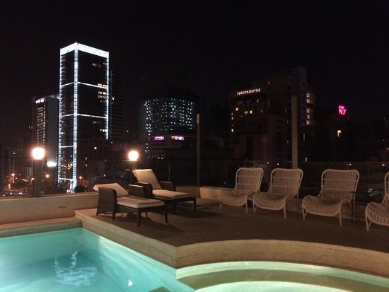 Warwick Palm Beach Hotel: Down town night view