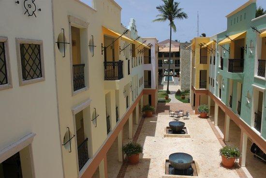 Ocean Blue & Sand: villas