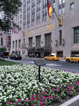 Waldorf Astoria New York: Main entrance