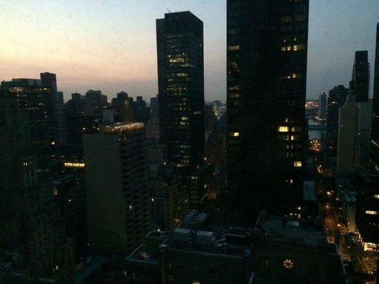 Waldorf Astoria New York: Sunrise over the East River