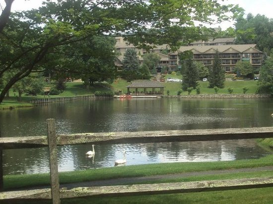 Chetola Resort at Blowing Rock: Chetola Resort Lake
