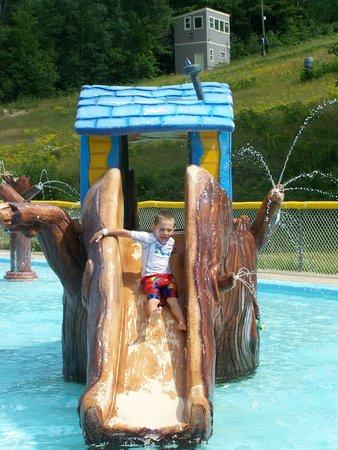 Attitash Mountain Resort: Nice pool for the little ones