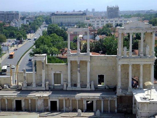 Plovdiv Roman Theatre: vue depuis l'extérieur