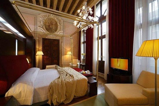 Hotel Palazzo Giovanelli: Junior Suite - from the hotel's website, but accurate in its presentation