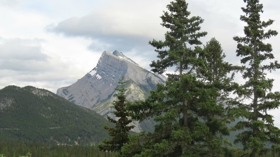The Juniper Bistro: Mt Rundle, view from the patio
