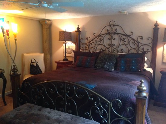 Red Bud Manor: Our room