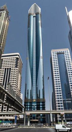 Rose Rayhaan by Rotana - Dubai: Von der anderen Strassenseite