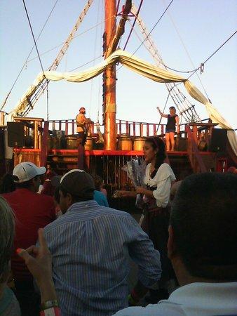 Barco Pirata Jolly Roger Cancún: Jolly Roger