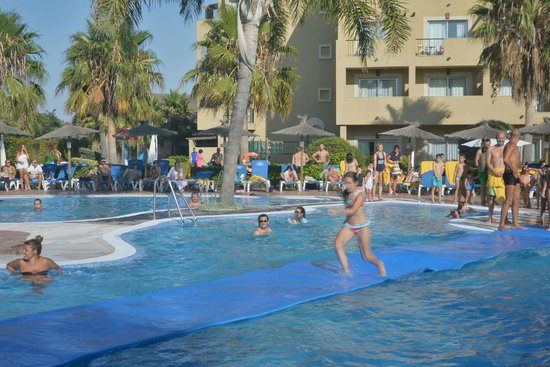 Elba Costa Ballena Beach Hotel: Piscina. Actividades.