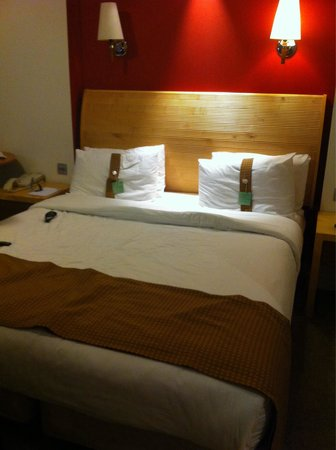 Holiday Inn London-Heathrow M4, Jct. 4: Bed In The room