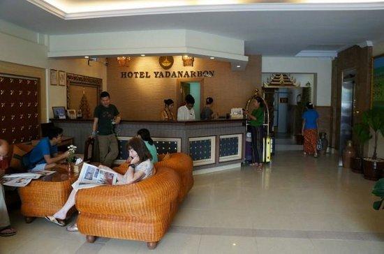 Hotel Yadanarbon : Hotel lobby