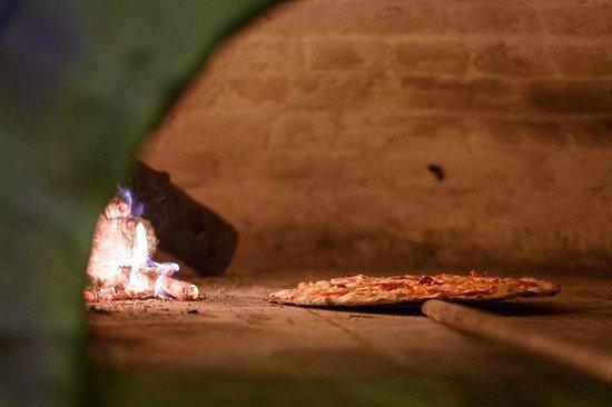 Amici Ristorante Pizzeria: wood fire pizza