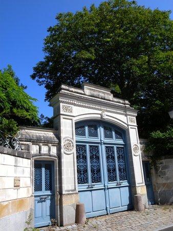 Le Fresne-sur-Loire, Frankreich: Manoir de négociant au détour des ruelles pavées
