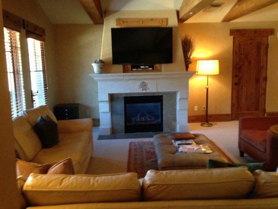 The Chateaux Deer Valley: sitting area